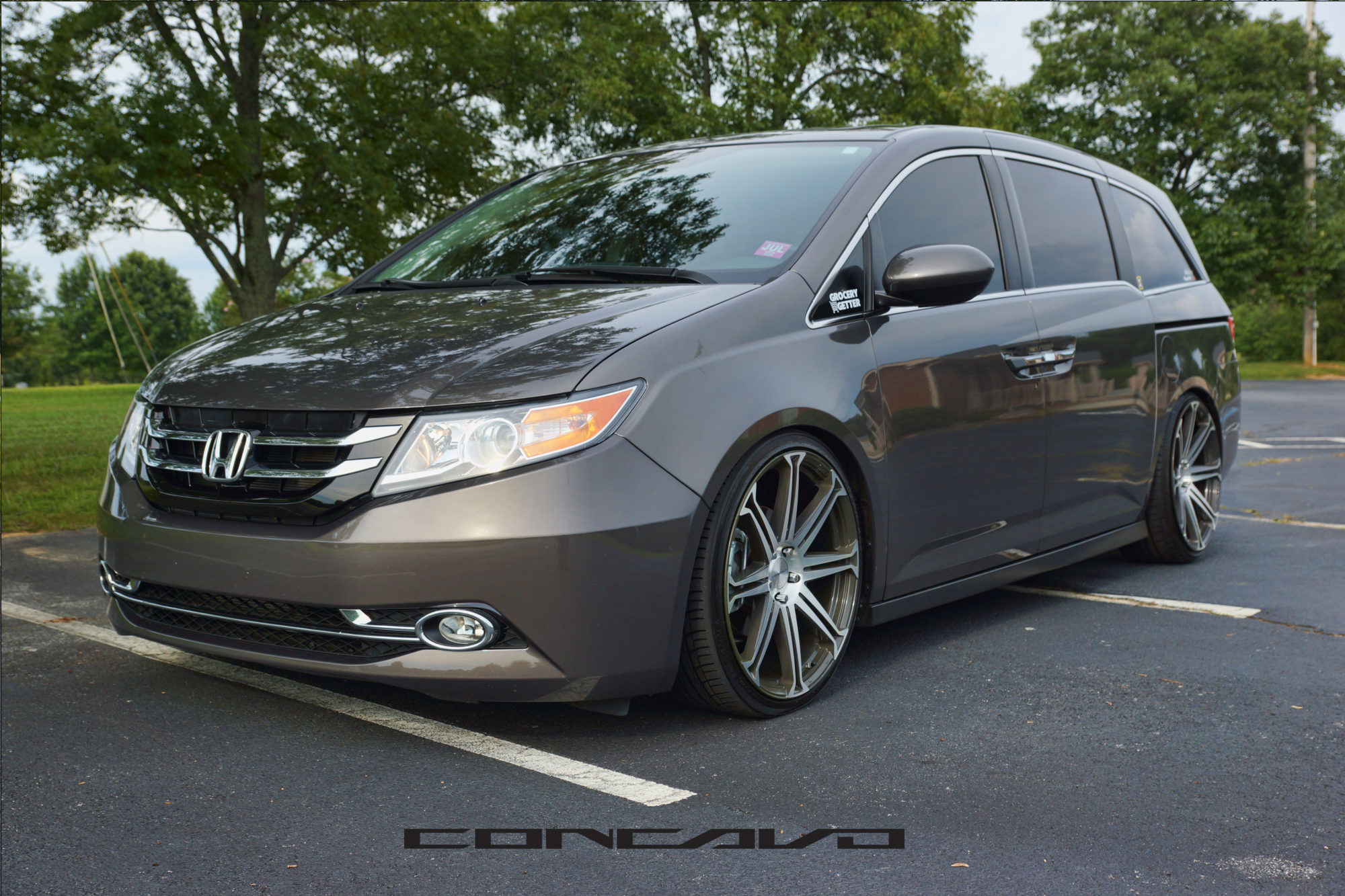 Honda Odyssey on 20″ CW-S8 – Concavo Wheels